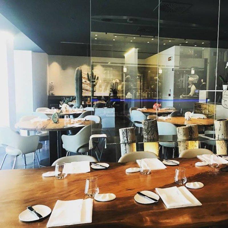 Social table, i tavoli in condivisione tra i locali di Milano