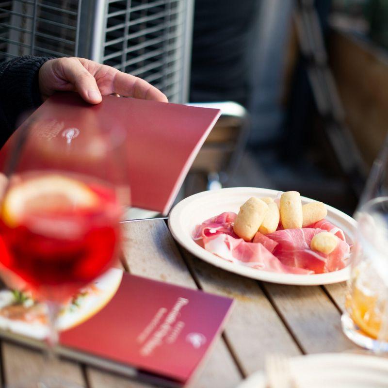 L'aperitivo? A casa e a supporto dei ristoranti italiani