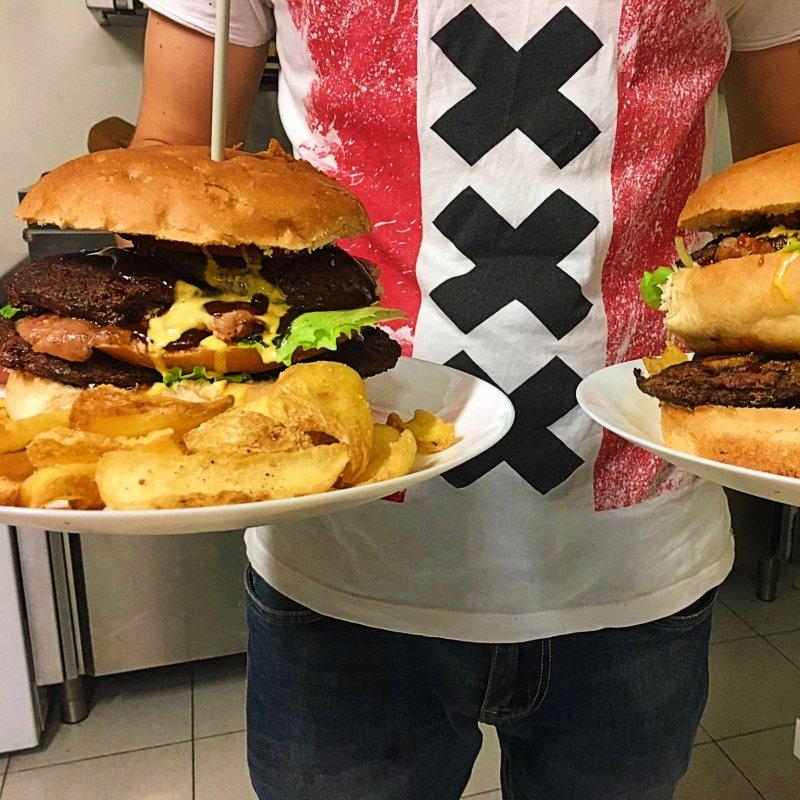 Buoni propositi per il 2020: Scofanarsi un burger gigante a Roma