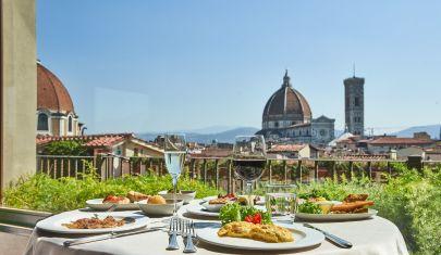 Dall'aperitivo con vista mozzafiato alla cena sotto le stelle: nel cuore di Firenze passato e presente convivono in armonia