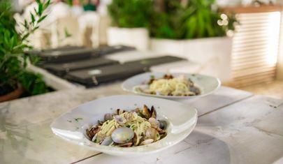 Gli spaghetti con le vongole e la cheesecake più buona di Canosa: un pranzo in famiglia con il confort food