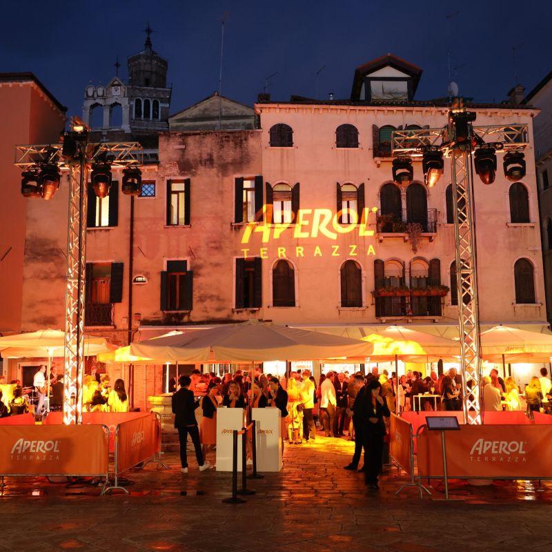 Ha inaugurato Terrazza Aperol a Venezia in Campo Santo Stefano