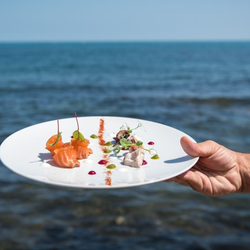 Settembre è il nuovo agosto: mangiare in riva al mare a Trani