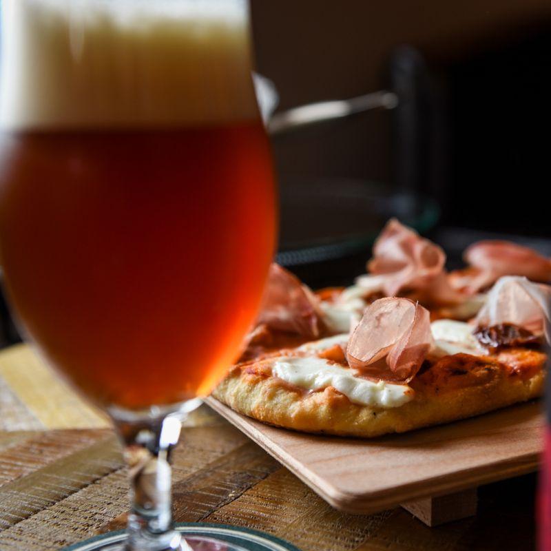 Come abbinare la birra al cibo: guida galattica per beer lover