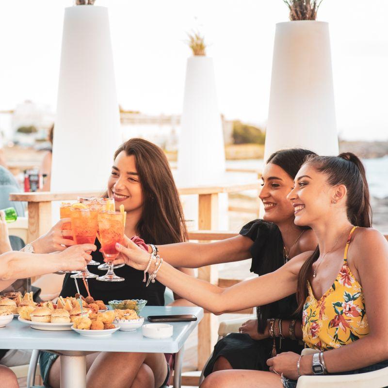 Aperitivo in Salento coast to coast: 10 locali dove gustarsi il tramonto col drink in mano