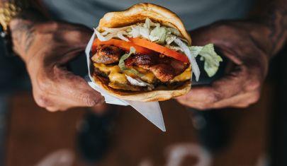 Poke e cheeseburger al top del delivery durante gli eventi sportivi