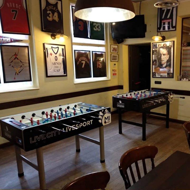 Altro che Fifa: i pub di Milano dove sfidare i tuoi amici a calcio balilla