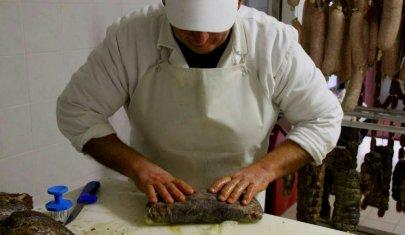 Del maiale non si butta via niente: la Milano delle norcinerie (anche chic)