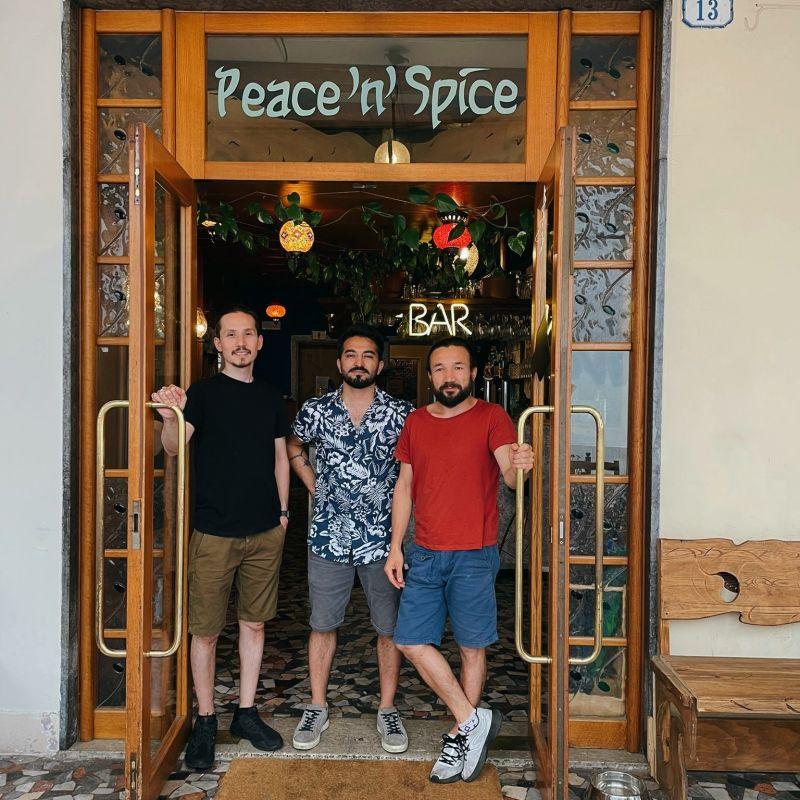 Tra spezie e vini naturali: Hadi racconta il viaggio di Peace' n' Spice
