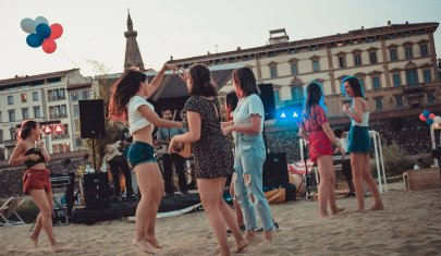 Vamos a la playa: a Firenze come al mare sui lungarni e nei giardini
