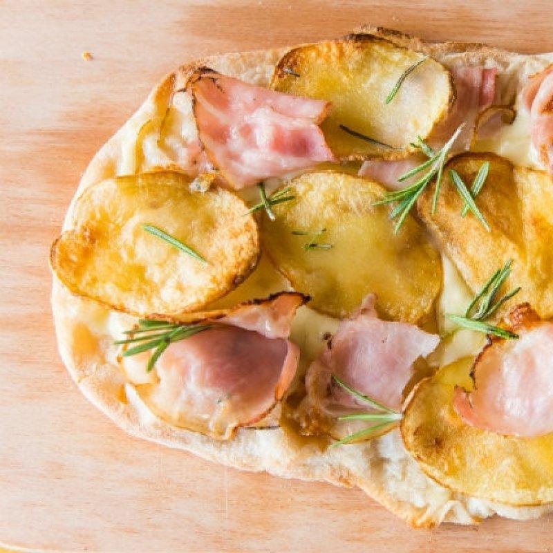 Pizza vs Pinsa: abbiamo chiesto a Roberta (Osteria da Roberta) di aiutarci a scegliere.