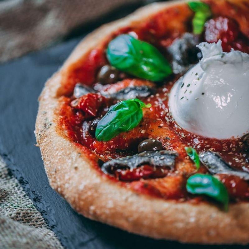 Ingrassare in quarantena, almeno fallo con stile. Dove ordinare la migliore pizza a domicilio di Roma