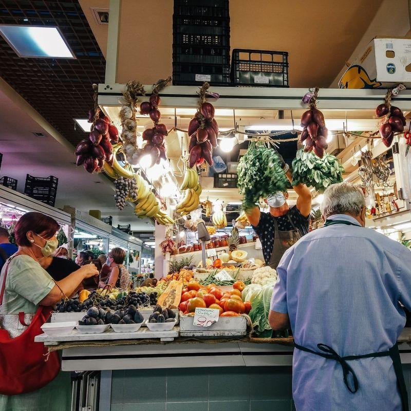 Lotta allo spreco alimentare, nasce l'app per recuperare cibo nei mercati rionali