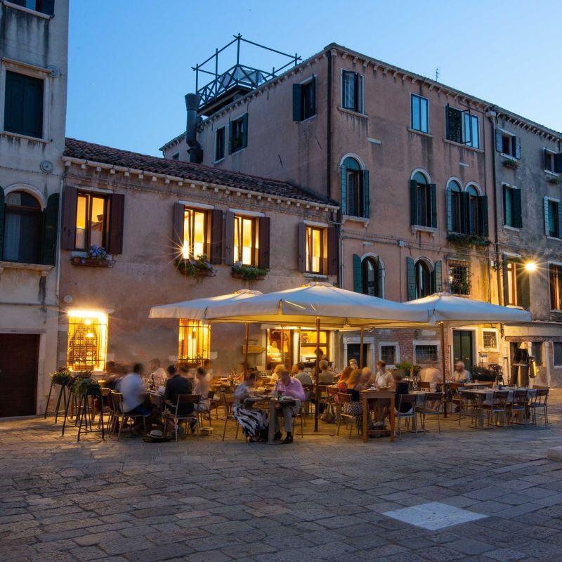 Preparati che ti porto a cena nei campi più belli di Venezia