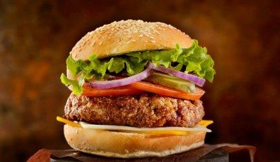 Hamburger che passione: 10 locali dove gustarlo sul lago di Garda