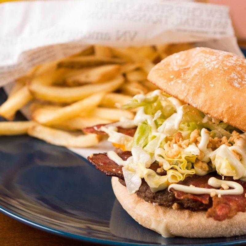 Macché junk food: ti dico dove mangiare americano a Milano senza cedere al fast food