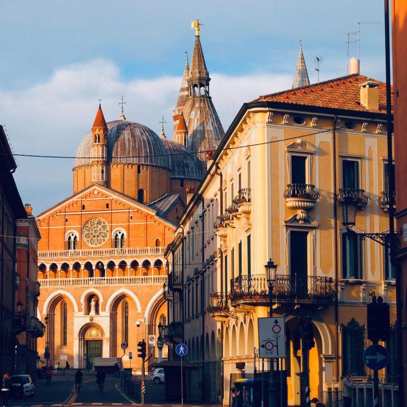 A Padova ha riaperto uno storico locale del centro