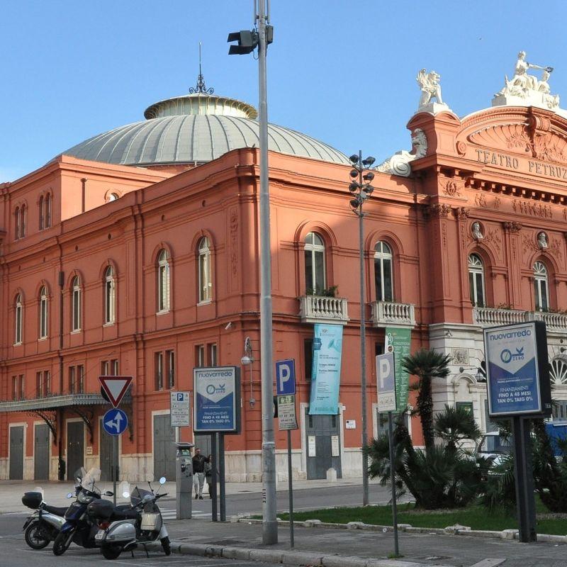 A Bari apre un nuovo locale accanto al Teatro Petruzzelli