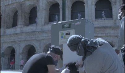 """""""Il tempo delle noci"""": l'opera di street art diffusa a Roma"""