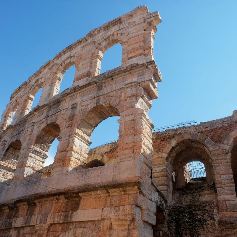 Un fundraising per le 67 Colonne de l'Arena di Verona