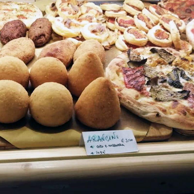 Dalla schiacciata al pasticciotto: 5 indirizzi veneziani dove dare un morso all'Italia