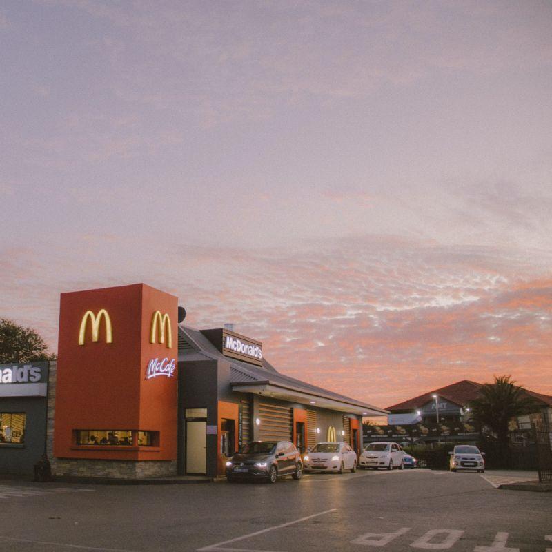 La svolta vegana di McDonald's: arriva McPlant, il panino vegano con finta carne