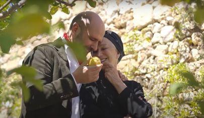 """""""La Vacinada"""": Checco Zalone e Helen Mirren nel video pro-vaccino"""