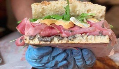 Pizza, hamburger e panini ai tempi del Coronavirus, a Firenze ecco dove ordinare a domicilio