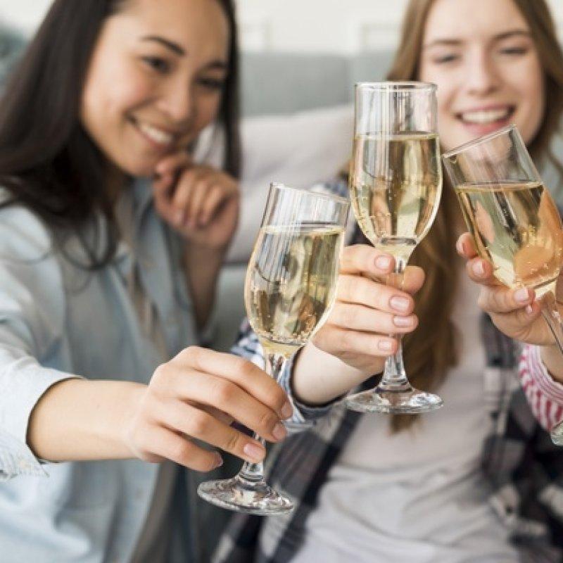 Come organizzare un addio al nubilato a Bari (puntando quasi tutto sull'alcol)