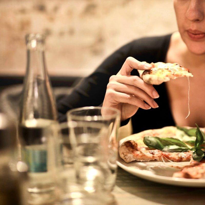 Questa sera divano e binge watching: i locali di Cassano delle Murge per una pizza o altro a domicilio