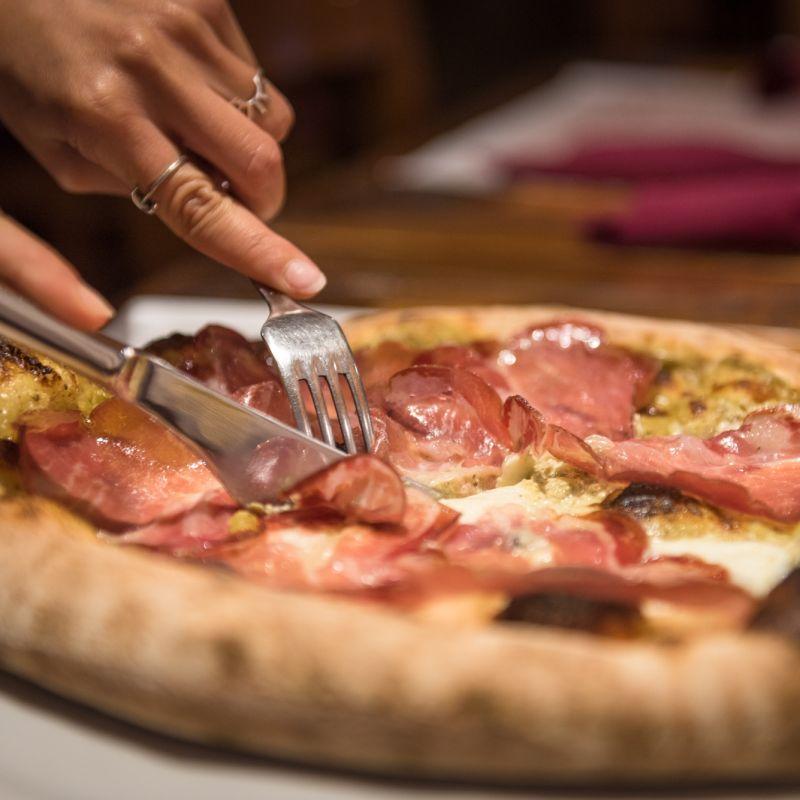 5 pizze da provare a casa a Santeramo, prima di andare a mangiare sui tavoli all'aperto