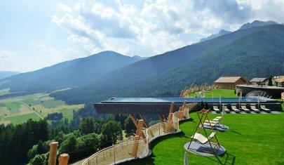 10 piscine di hotel molto belle, per un tuffo o un aperitivo a bordo vasca