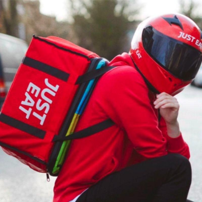 La svolta di JustEat: i riders diventeranno dipendenti