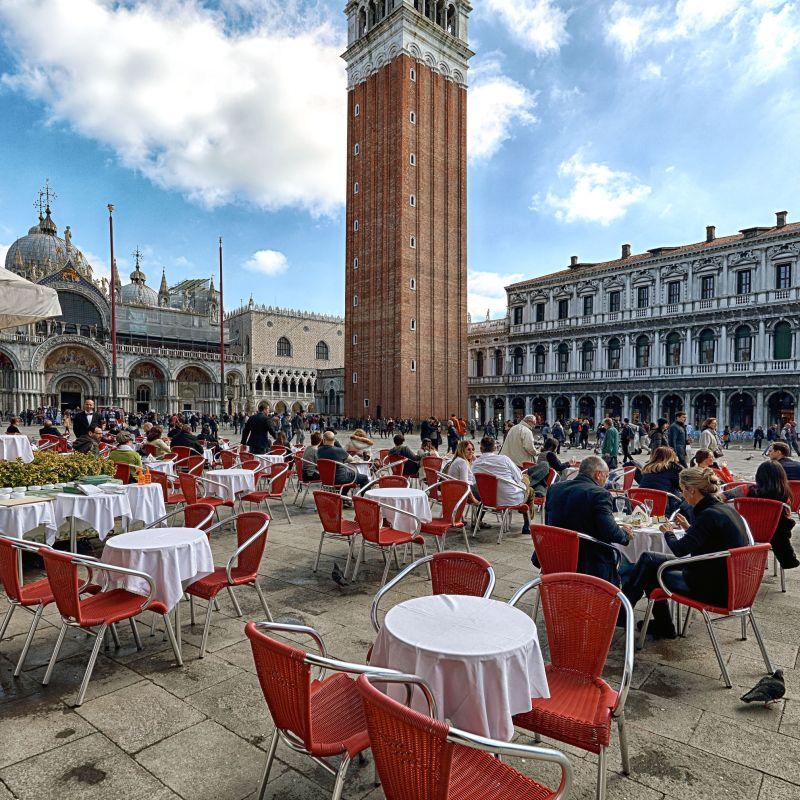 Riapre il Gran Caffè Quadri in Piazza San Marco: gli Alajmo criticano le norme sulla ristorazione