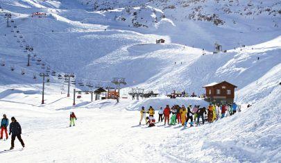 Un Natale con le piste chiuse darà il colpo di grazia all'intera economia della montagna?