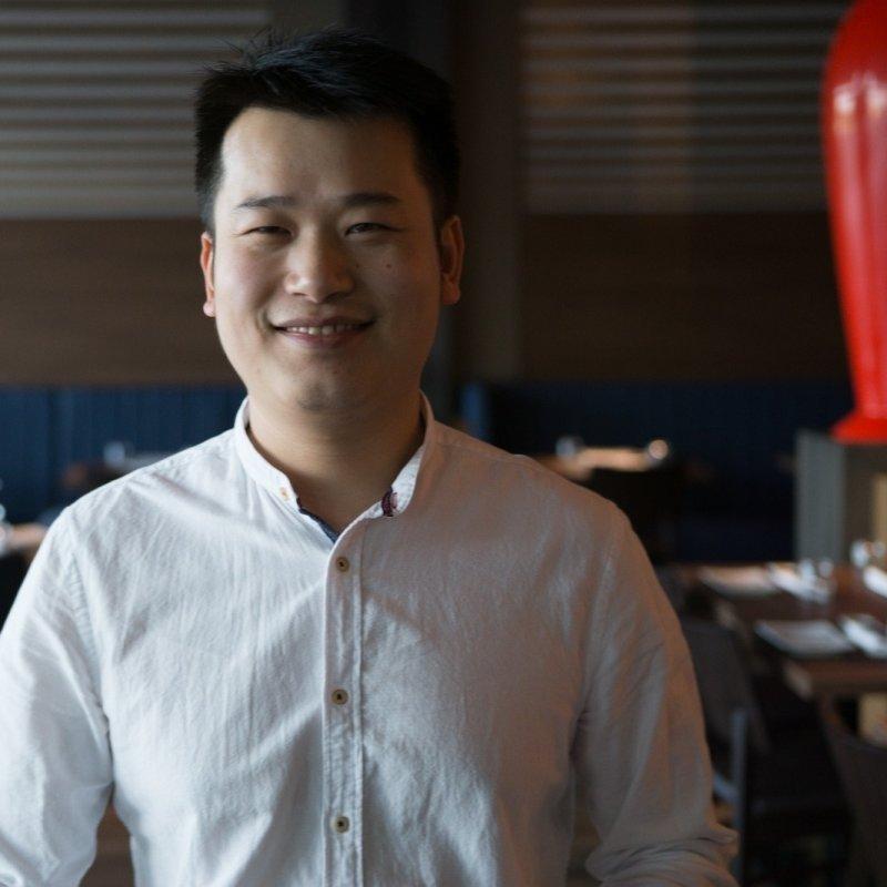 Xia Yin e il suo ristorante orientale Dinzu: intervista all'uomo del 'sushi 2.0'