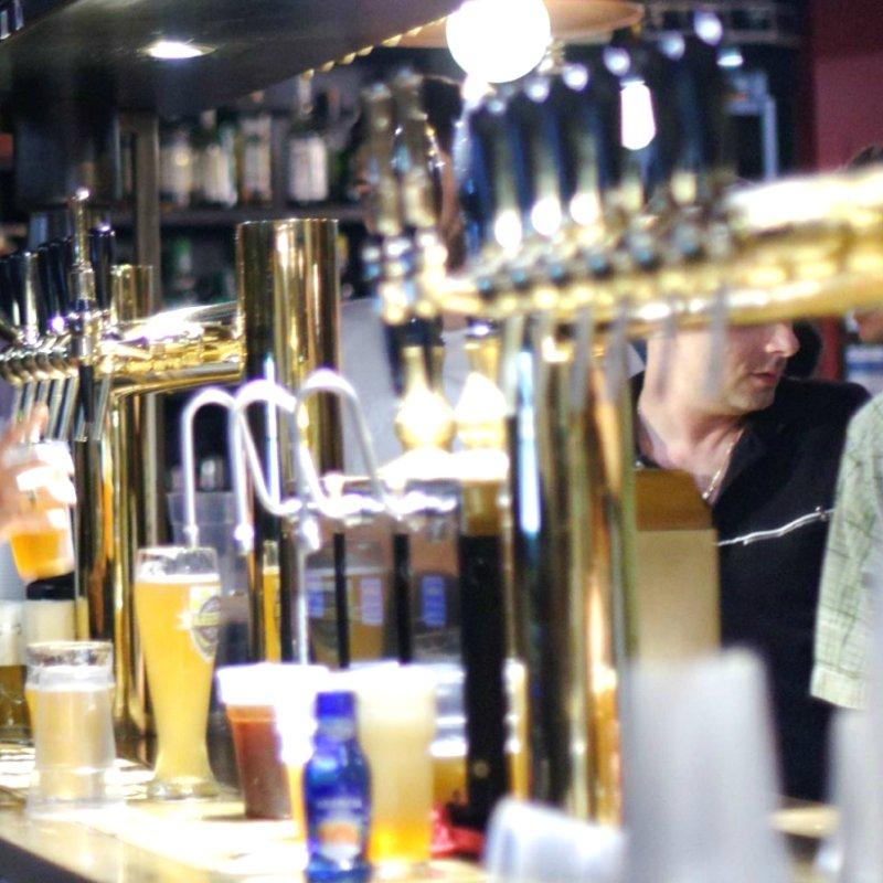 Staccare la spina con le spine: 6 pub di Milano con un sacco di spine di birra