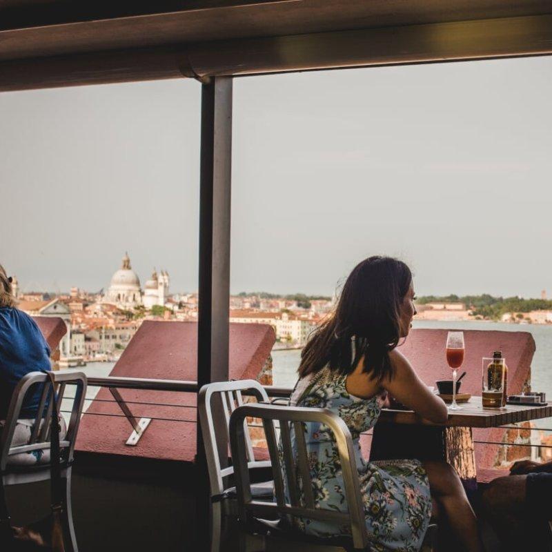 Quando l'aperitivo si fa anche con gli occhi: panorami e cocktail da sogno a Venezia