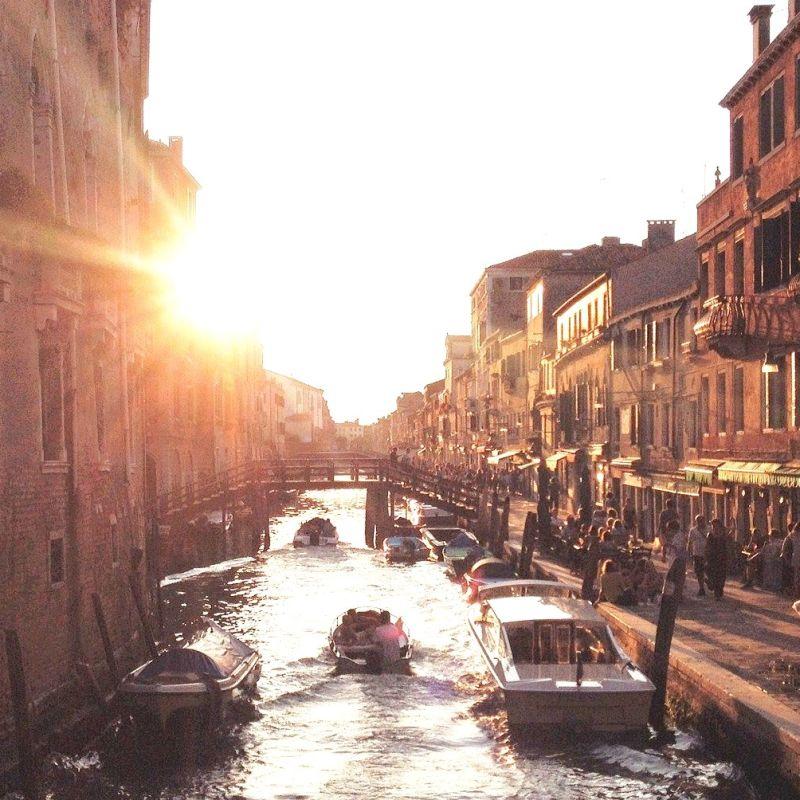 Consiglio: per fare aperitivo a Venezia fatti l'amico con il barchino