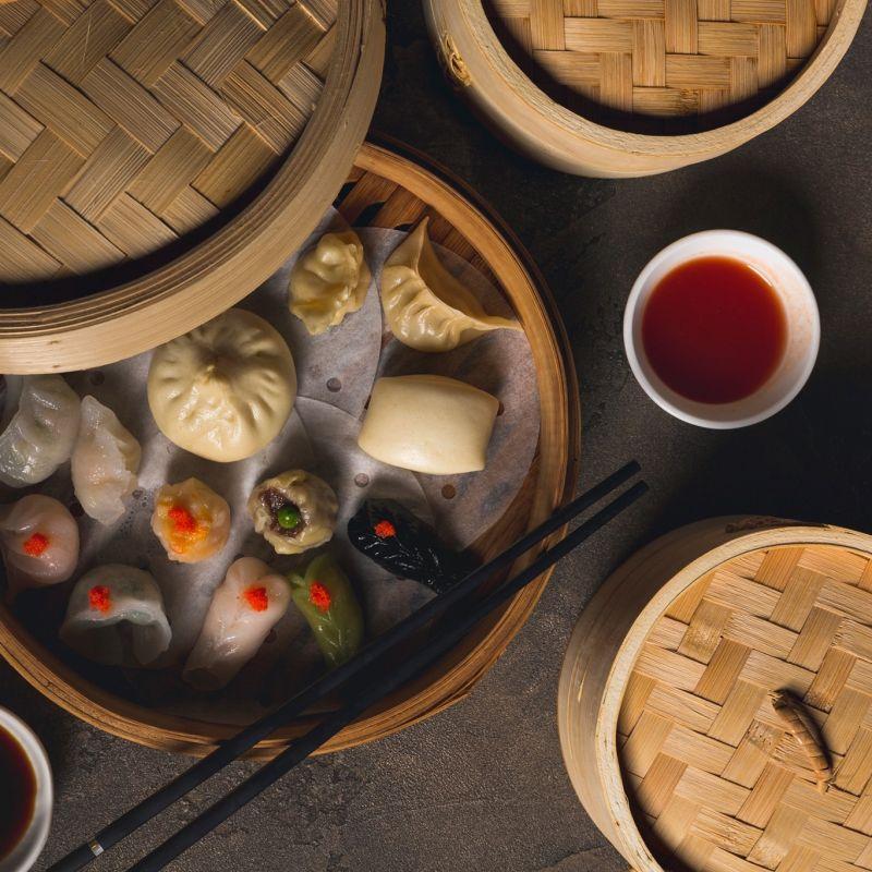 """La stella, l'oste e """"er cinese"""" uniti nel progetto di un delivery fusion cino-romanesco"""