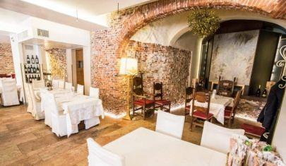 Alla Torre: pizzeria moderna e cucina di stagione in un contesto medievale