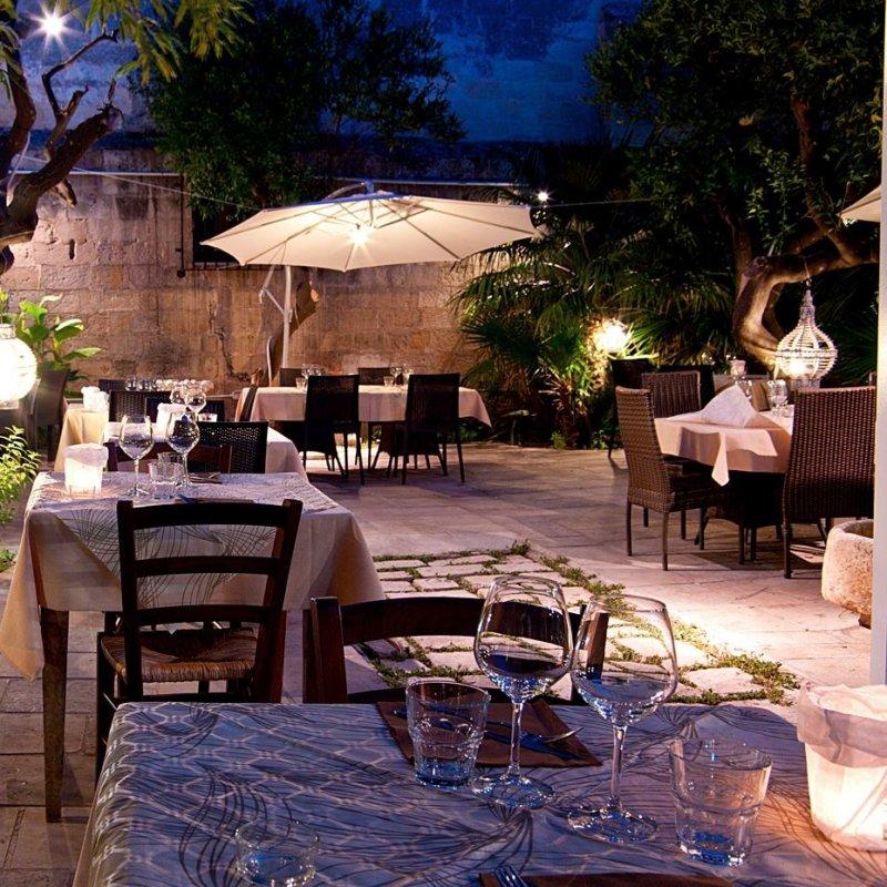 Chiudiamo l'estate alla grande: la cena in mezzo al verde a Lecce e dintorni