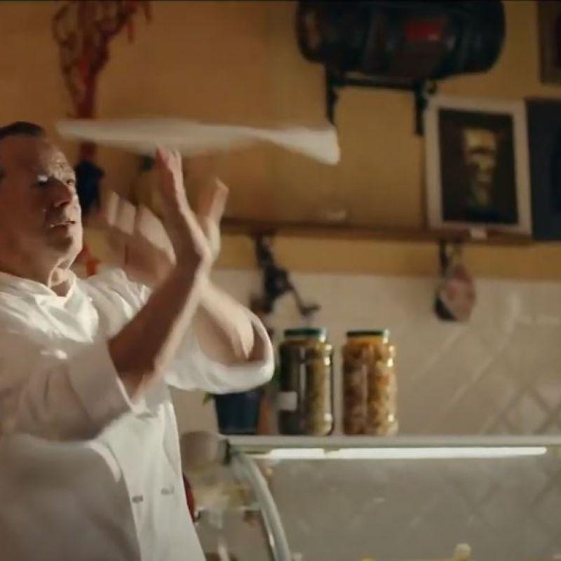 C'è uno spot che vede protagonista il pizzaiolo acrobata Danilo Pagano