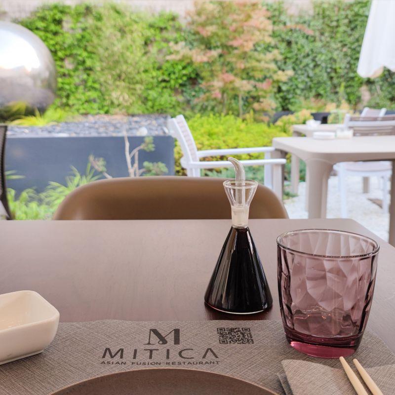 La mia cena da Mitica: sushi e specialità fusion con giardino estivo