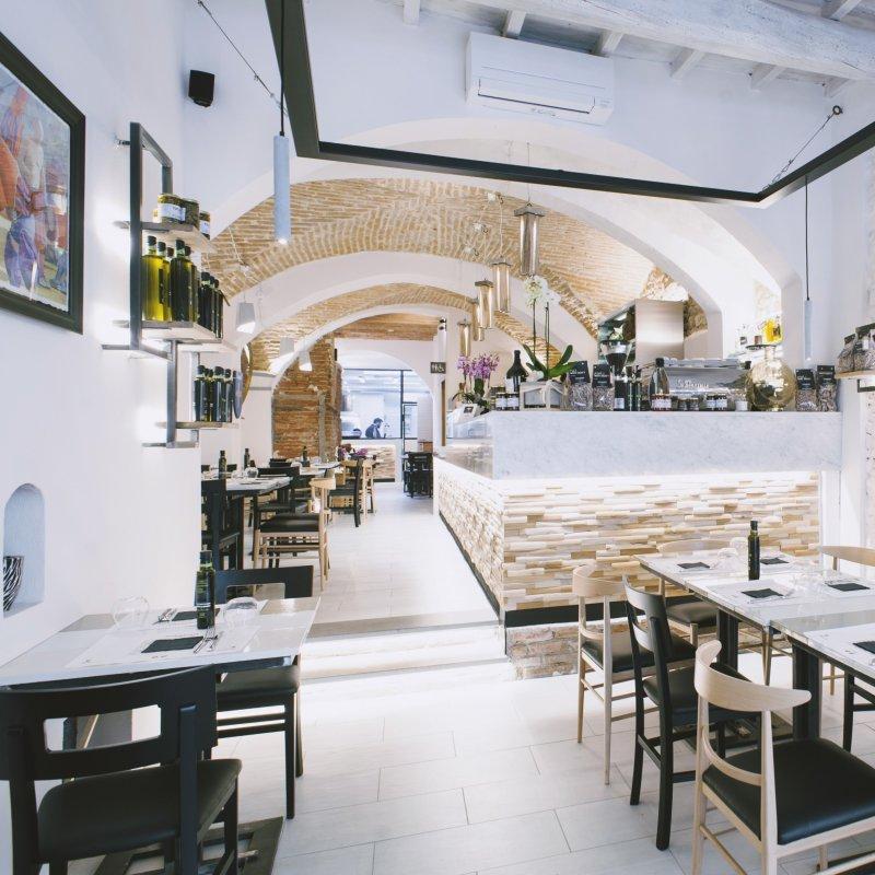Lorenzo Dei uno dei titolari della Trattoria i Fratellini ci racconta un po' il locale e il nuovo modo di concepire la ristorazione toscana che lo contraddistingue.