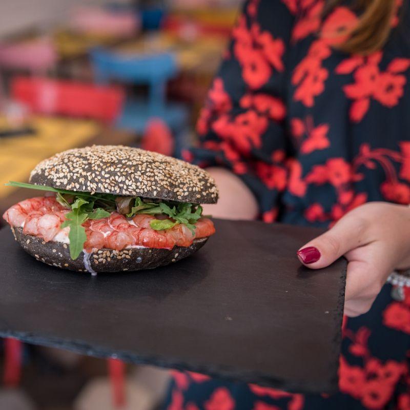 Pausa pranzo con un panino a Bari: guida alla sopravvivenza gourmet d'asporto e a domicilio