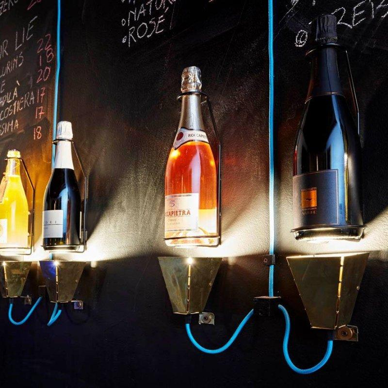 Enoteca e wine bar: gli indirizzi di Milano dove bere un calice o comprare una bottiglia di buon vino