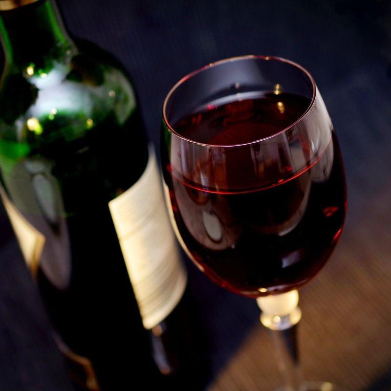 La pandemia fa aumentare le vendite di vino nei supermercati
