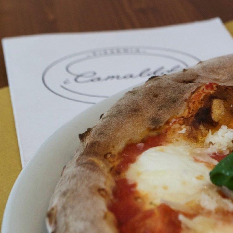 Stasera si cena in pizzeria: la pizza che non ti aspetti è da I Camaldoli