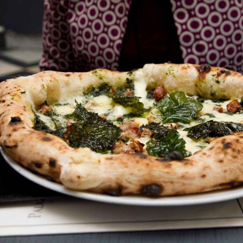 Pizza romana levate... Le 12 pizzerie napoletane che hanno fatto innamorare anche i romani DOC